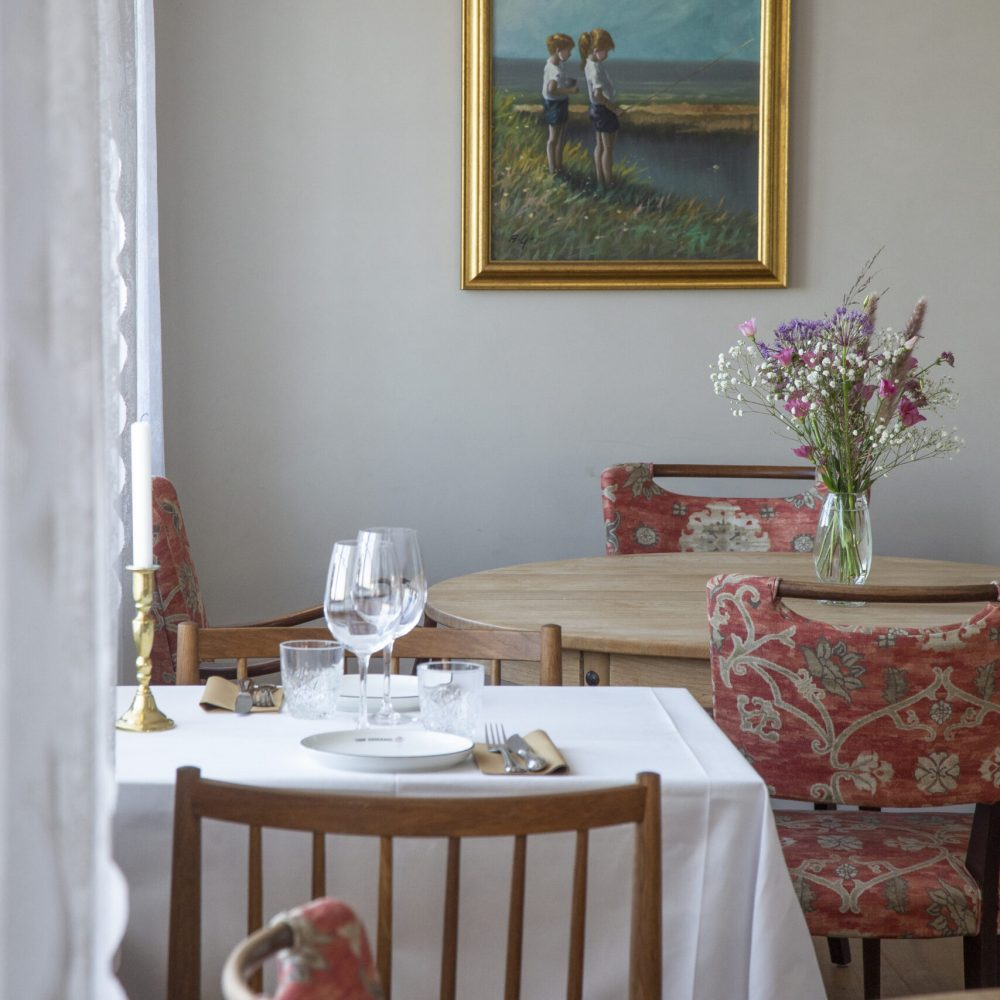 Nordby,Fanø: Reportage fra Fanø Krogaard vedrørende farvevalg. Malermester Thomas Kjøgx og malersvend Janni Agertoft. .Foto: Heidi Lundsgaard  Billedet er taget den 11/02/2021.